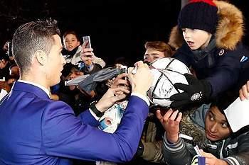 """Ronaldo contente com os fãs: """"O troféu também é vosso"""""""