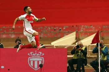 epa05964777 Radamel Falcao of AS Monaco celebrates after scoring a goal against Toulouse FC during the French Ligue 1 soccer match, AS Monaco vs Lille OSC, at Stade Louis II, in Monaco, 14 May 2017. EPA/SEBASTIEN NOGIER