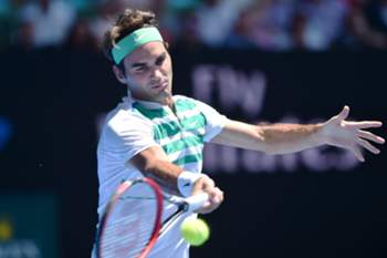 epa05112174 Roger Federer of Switzerland in action against Alexandr Dolgopolov of Ukraine during their second round match on day three of the Australian Open tennis tournament in Melbourne, Australia, 20 January 2016. EPA/JULIAN SMITH AUSTRALIA AND NEW ZEALAND OUT