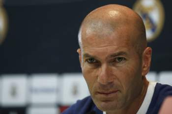 epa05501661 Real Madrid´s French coach Zinedine Zidane during a press conference following a training session at the Sports City of Valdebebas, Madrid, Spain, 20 August 2016. Real Madrid will play against Real Sociedad in the first match of the Spanish Primera Division league on 21 August 2016. EPA/JUAN CARLOS HIDALGO