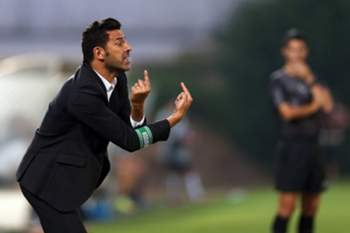 Rio Ave's head-coach Nuno Capucho during their Portuguese First League soccer match against FC Porto held at Arcos Stadium, in Vila do Conde, Portugal, 12 August 2016. JOSE COELHO/LUSA