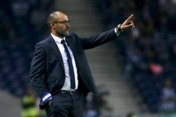 FC Porto's head coach Nuno Espiríto Santo reacts during the UEFA Champions League group G soccer match with Club Brugge held at Dragao stadium in Porto, Portugal, 02nd November 2016. ESTELA SILVA/LUSA