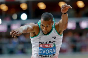 epa04652534 Nelson Evora of Portugal competes in the men's Triple Jump final during the European Athletics Indoor Championships 2015 at the O2 Arena in Prague, Czech Republic, 07 March 2015. EPA/VALDRIN XHEMAJ