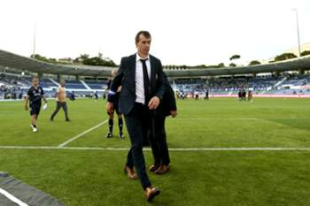 FC Porto's head coach Julen Lopetegui exits the pitch after their Portuguese First League soccer match against Belenenses held at Restelo stadium in Lisbon, Portugal, 17 May 2015. STEVEN GOVERNO/LUSA