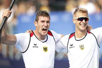 epa05501822 Sebastian Brendel (L) and Jan Vandrey (R) of Germany celebrate after winning the men's Canoe Double 1000m final race of the Rio 2016 Olympic Games Canoe Sprint events at the Lagoa Rodrigo de Freitas in Rio de Janeiro, Brazil, 20 August 2016. EPA/JAVIER ETXEZARRETA