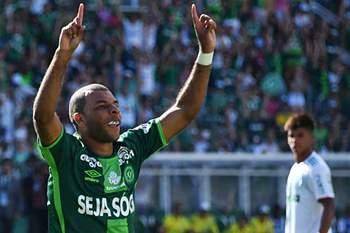 Chapecoense empata com Palmeiras na 1o jogo após o acidente aéreo