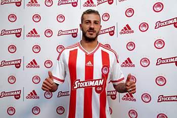 Jogador do Olympiakos.