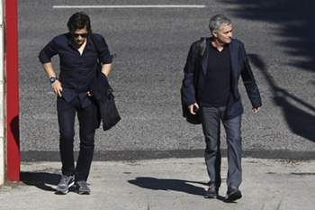 "Manchester United head coach Jose Mourinho (R) arriving to Faculty of Human Kinetics of Lisbon University to give a lesson to a post-graduation class on ""High Performance Football Coaching"", in Lisbon, Portugal, 31 May 2016. PEDRO NUNES/LUSA"