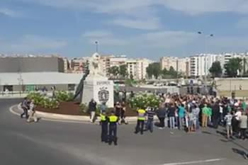 Estátua de Leão na rotunda Visconde de Alvalade
