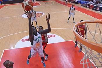 Jogo entre Senegal e Angola no Afrobasket 2015