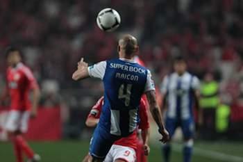 Maicon no clássico Benfica-FC Porto