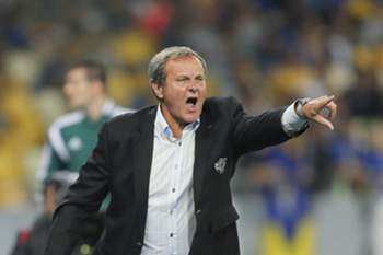 epa04391675 Slovakia's head coach Jan Kozak gestures during the UEFA EURO 2016 qualifying soccer match between Ukraine and Slovakia at the Olimpiyskiy stadium in Kiev, Ukraine, 08 September 2014. Slovakia won 1-0.