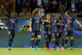 epa04886512 Paris Saint Germain player Blaise Matuidi (L) celebrates scoring the opening goal during the League One soccer match between PSG and Gazelec Ajaccio at the Parc des Princes stadium, in Paris, France, 16 August 2015. EPA/IAN LANGSDON