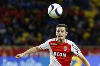 epa04980296 Bernardo Silva of AS Monaco in action during the French Ligue 1 soccer match between AS Monaco and Olympique Lyon, at Stade Louis II, in Monaco, 16 October 2015.