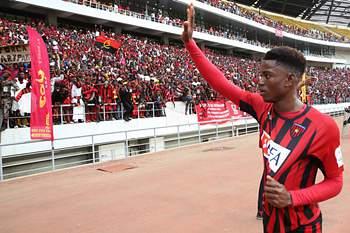 Angolano deixa 1.º Agosto.
