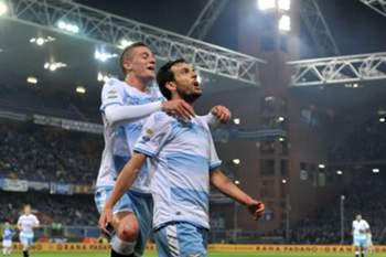 epa05669825 Lazio's Serbian midfielder Sergej Milinkovic Savic (L) and Italian midfielder Marco Parolo's celebrate a goal during the Italian Serie A soccer match Uc Sampdoria vs Ss Lazio at Luigi Ferraris Stadium in Genoa, Italy, 10 December 2016.