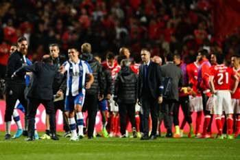 FC Porto's Maxi Pereira (R) reacts at the end of the Portuguese First League soccer match against Benfica at Luz Stadium, in Lisbon, Portugal, 1 April 2017. MARIO CRUZ/LUSA