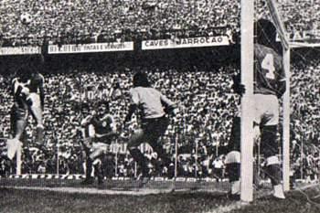 O antigo guarda-redes de Benfica e Sporting sabe o que é trocar de clube na 2ª Circular.