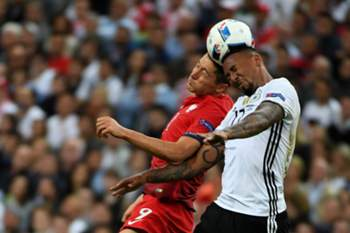 epa05370912 Robert Lewandowski (L) of Poland and Jerome Boateng of Germany in action during the UEFA EURO 2016 group C preliminary round match between Germany and Poland at Stade de France in Saint-Denis, France, 16 June 2016. (RESTRICTIONS APPLY: For editorial news reporting purposes only. Not used for commercial or marketing purposes without prior written approval of UEFA. Images must appear as still images and must not emulate match action video footage. Photographs published in online publications (whether via the Internet or otherwise) shall have an interval of at least 20 seconds between the posting.)