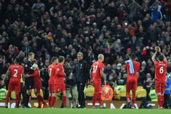 Jurgen Klopp (C) with his Liverpool players react at the end of the English Premier League soccer match between Manchester City and Liverpool at Etihad Stadium, Manchester, Britain, 21 November 2015.
