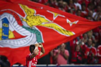 epa05538284 Benfica's Franco Cervi celebrates after scoring the 1-0 lead during the UEFA Champions League group B soccer match between Benfica Lisbon and Besiktas Istanbul at Luz Stadium in Lisbon, Portugal, 13 September 2016. EPA/MARIO CRUZ