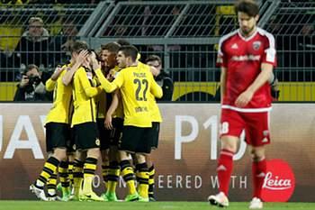 Pierre-Emerick Aubameyang marcou o golo solitário do Borussia Dortmund frente ao FC Ingolstadt • EPA/FRIEDEMANN VOGEL