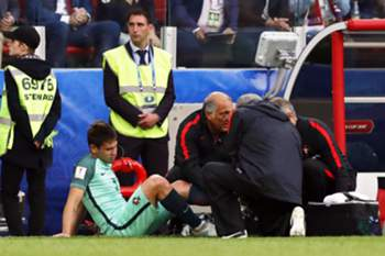 epa06041432 Raphael Guerreiro (2-L) of Portugal receives medical attention after being injured during the FIFA Confederations Cup 2017 group A soccer match between Russia and Portugal at the Spartak Stadium in Moscow, Russia, 21 June 2017. EPA/SERGEI ILNITSKY