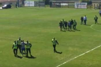 Jogo entre Canelas e Rio Tinto foi interrompido aos 2 minutos devido a uma agress