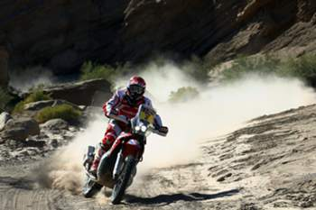 epa05102264 Portuguese Paulo Goncalves, of Honda team, in action during the 11th stage of Rally Dakar 2016, between La Rioja and San Juan, Argentina, 14 January 2016. EPA/Felipe Trueba