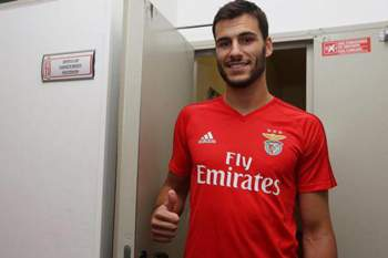 André Moreira cumpriu exames e já veste à Benfica
