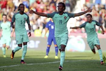 Portugal Gelson Martins celebrates after scoring a goal against Greece during their Euro 2017 Under 21 qualification match held at Barcelos City stadium, 6 September 2016. JOSE COELHO/LUSA
