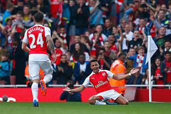 Alexis Sánchez celebra um golo frente ao Manchester United.