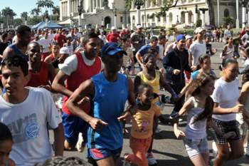 epa02642319 Local inhabitants are seen taking part on the Terry Fox Hope Run, dedicated to late Canadian athlete Terry Fox (1958-1981), in Havana, Cuba, on 19 March 2011. The run is held nationwide simultaneously.