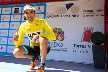 Delio Fernández segura amarela no Troféu Joaquim Agostinho na vitória de Shilov