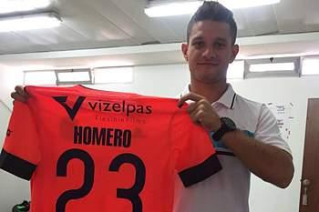 Homero Calderón com a camisola do Vizela.