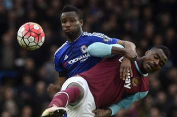 West Ham United's Emmanuel Emenike (right) vies for the ball against Chelsea's John Obi Mikel (left) during the English Premier League match between Chelsea and West Ham United at Stamford Bridge, London, Britain, 19 March 2016.