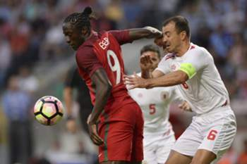 epa05518996 Portugal player Eder (L) in action against Roy Chiponina of Gibraltar during the friendly soccer match between Portugal and Gibraltar held at Bessa Stadium in Porto, Portugal, 01 September 2016. EPA/HUGO DELGADO