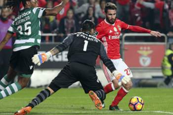 Benfica's Rafa Silva (R) fights for the ball with Sporting Ruben Semedo (L) and the goal keeper Rui Patricio during the Portuguese First League Soccer match at Luz Stadium in Lisbon, Portugal 11 of December 2016. MIGUEL A. LOPES/LUSA