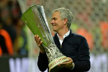 epa05987922 Manchester United manager Jose Mourinho celebrates with the trophy after winning against Ajax Amsterdam the UEFA Europa League Final match at the Friends Arena in Stockholm, Sweden, 24 May 2017. EPA/PETER POWELL