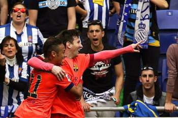 Barcelona's Argentinian striker Lionel Messi (R) celebrates with his Brazilian teammate Neymar (L) after scoring the 2-0 lead during the Spanish Primera Division soccer match between RCD Espanyol and FC Barcelona in Barcelona, northeastern Spain, 25 April 2015.