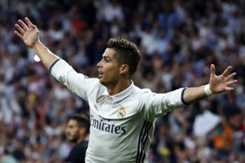 epa05941067 Real Madrid's Portuguese striker Cristiano Ronaldo cwekebrates his 1-0 goal against Atletico de Madrid during the UEFA Champions League semifinal match between Real Madrid and Atletico de Madrid at the Santiago Bernabeu stadium in Madrid, Spain, 02 May 2017. EPA/Chema Moya