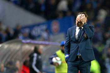 epa04529850 FC Porto's head coach Julen Lopetegui reacts during the Portuguese First League soccer match against Benfica held at Dragao stadium in Porto, Portugal, 14 December 2014. EPA/JOSE COELHO