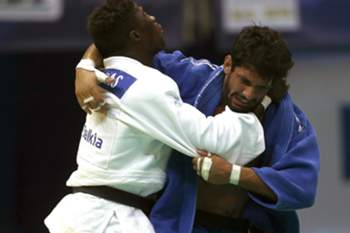 Celio Dias (white) from Portugal fights against Hatem Abd El Akher (blue) from Egypt in a competition of men's up to 90 kg. category at 2013 World Judo Championships in Rio de Janeiro, Brazil, 30 August 2013.