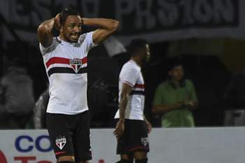 Brasil: Álvaro Pereira vai continuar no São Paulo