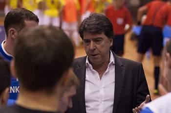 Treinador do Nikars.