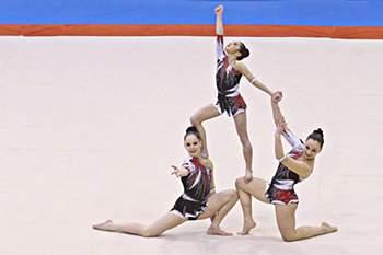 Trio feminino ginástica acrobática
