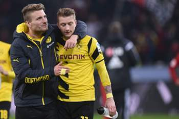 Dortmunds Ciro Immobile (L) and Marco Reus react after the German Bundesliga soccer match Bayer 04 Leverkusen vs Borussia Dortmund at the BayArena in Leverkusen, Germany, 31 January 2015.
