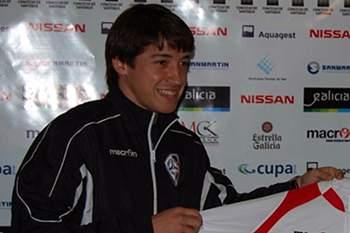 Jogador de futsal no dia da apresentação nos italianos do Aqua e Sapone.