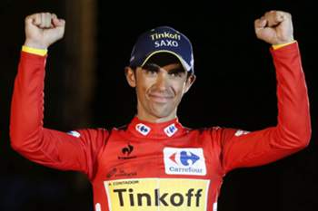 epa04401089 Spanish cyclist Alberto Contador of the Tinkoff-Saxo team celebrates on the podium following the 21st stage of the Vuelta a Espana cycling race, a time trial over 9.7km in Santiago de Compostela, northwestern Spain, 14 September 2014. Contador won the Vuelta a Espana cycling tour ahead of second placed British cyclist Christopher Froome (R) of the Sky team and third placed Spanish cyclist Alejandro Valverde (L) of the Movistar team. EPA/JAVIER LIZON