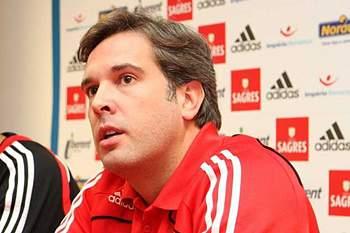 Treinador adjunto da equipa de basquetebol do Benfica.